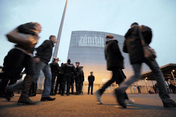 Les spectateurs commencent à arriver au Zénith. (Photo: AFP)