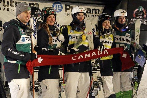 Les bosseurs québécois Alexandre Bilodeau, Chloé Dufour-Lapointe, Mikaël Kingsbury, Justine Dufour-Lapointe et Marc-Antoine Gagnon sont tous montés sur le podium à la Coupe du monde de ski acrobatique de Deer Valley. (Photo Rick Bowmer, AP)