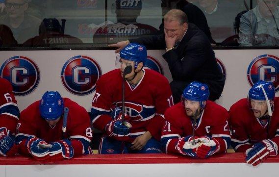 Le banc du Canadien était morose après les deux buts rapides des Devils. (André Pichette, La Presse)
