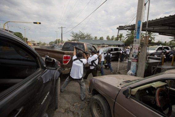 Affrontement armé entre un groupe de miliciens et des membres du cartel des templiers à Nueva Italia ()