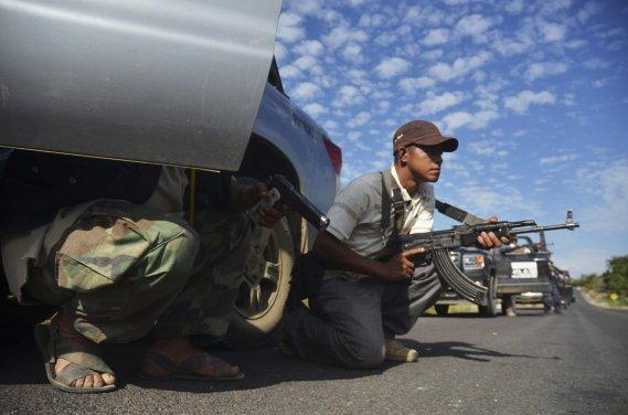 À Tierra Caliente, des membre du groope d'autodéfense se préparent pour une embuscade. ()