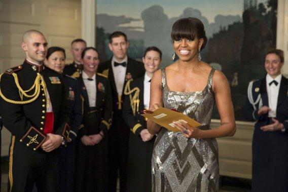 Et l'Oscar va à... Argo!», lance Michelle Obama, annonçant le lauréat du meilleur film à la fin d'une cérémonie parfois indigeste, le 24 février 2013. Cette première participation d'une First Lady à la soirée des Oscars, en direct de la Maison-Blanche, constitue une surprise, mais elle tombe en même sous le sens. Les plus grosses pointures de Hollywood ont donné des dizaines de millions de dollars à la campagne de... (PHOTO AFP)