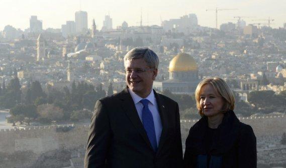 Stephen Harper et son épouse Laureen au Mont des Oliviers à Jérusalem. (La Presse Canadienne)