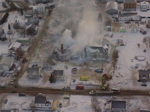 Une aérienne de la résidence détruite par l'incendie. (Photo tirée de Facebook (Sûreté du Québec))