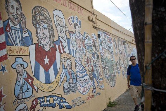 Une immense murale cubaine sur laquelle figurent plusieurs hommes d'État, dont l'ancien premier ministre canadien, Jean Chrétien. (PHOTO DAVID BOILY, LA PRESSE)
