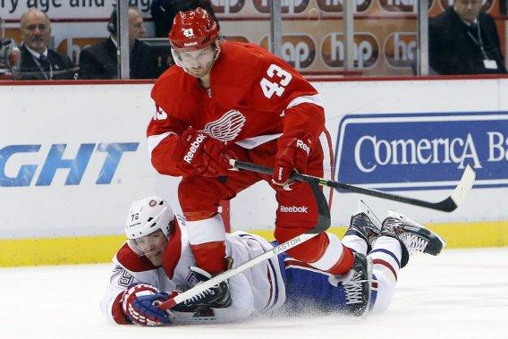 Andrei Markov tente de ralentir son adversaire. (Photo AP)