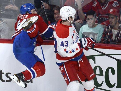 Alexei Emelin, du Canadien, se fait plaquer par Tom Wilson. (Photo Bernard Brault, La Presse)