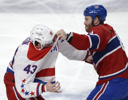 Brandon Prust, du Canadien se bat contre Tom Wilson des Capitals. (Photo Bernard Brault, La Presse)