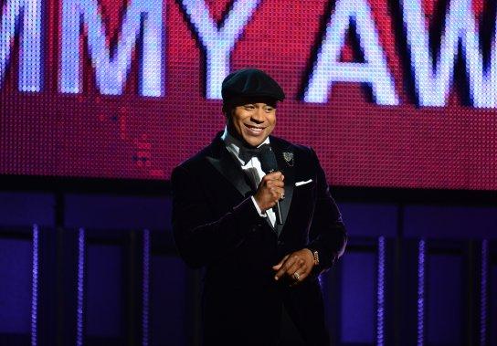 LL Cool J anime le gala qui se tient au Staples Center de Los Angeles. (Photo FREDERIC J. BROWN, AFP)