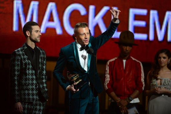 Le duo de rappeurs américains Macklemore & Ryan Lewis a remporté dimanche le trophée de la révélation de l'année. (Photo FREDERIC J. BROWN, AFP)