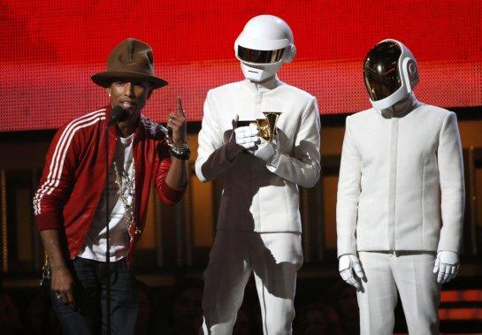 Daft Punk et le producteur Pharell Williams ont raflé le trophée de la meilleure prestation pop par un groupe ou un duo pour le tube «Get Lucky». Le duo électro français a plus tard remporté le prix de l'album de l'année. (Reuters)