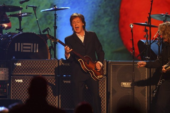Paul McCartney lors du spectacle A Grammy salute to the Beatles. (Photo: AP)