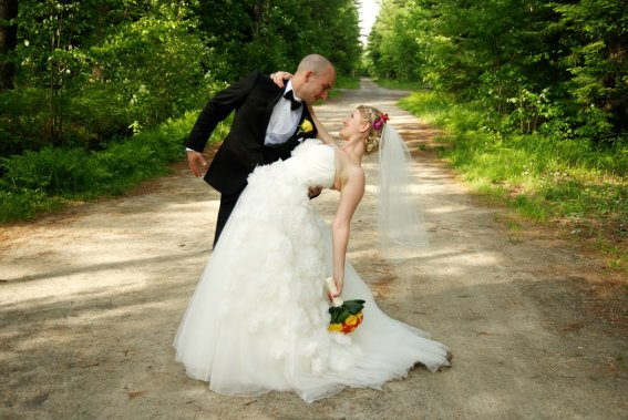 Gabriel et Lin se sont mariés dans un lieu symbolique: c'est au parc du Domaine vert, à Mirabel, qu'ils se sont rencontrés, il y a six ans et demi. (Photo Pierre-Olivier Bousquet,fournie par les mariés)