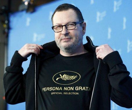 Dimanche 9 février : le réalisateur Lars von Trier portait un chandail avec l'inscription «persona non grata» lors d'une session de photo pour «Nymphomaniac Volume I». (PHOTO TOBIAS SCHWARZ, REUTERS)