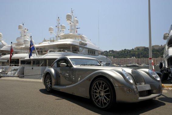Yachts et voitures luxueuses peuplent le port. (Photo Thinkstock)