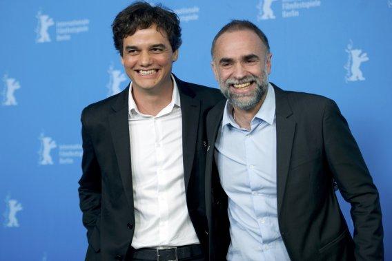 Mardi 11 février 2014: L'acteur brésilien Wagner Moura (à gauche) en compagnie du réalisateur et scénariste brésilien-algérien Karim Ainouz sont venus présenter le film «Praia Do Futuro». (Photo: Reuters)