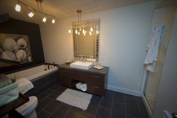 Cette salle de bains est située au niveau des chambres. (Photo André Pichette, La Presse)
