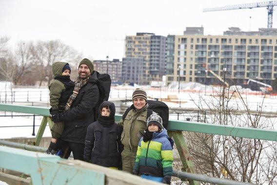 Alice Nunes et Jean Jacques avaient le goût d'une vie urbaine avec leurs enfants, Charles, 10 ans, Alice, 8 ans, et Victor, 5 ans. (Photo Ulysse Lemerise, collaboration spéciale)