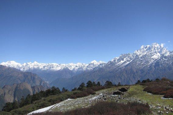 À l'horizon, les pics enneigés du Tibet original des Tamangs. La frontière est proche et l'influence chinoise, omniprésente dans la région. (Photo Rodolphe Lasnes, collaboration spéciale)