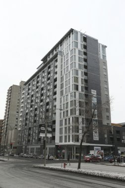 Le Metropol se dresse à l'intersection de la rue Saint-Denis et du boulevard René-Lévesque Ouest. (Photo Martin Chamberland, La Presse)