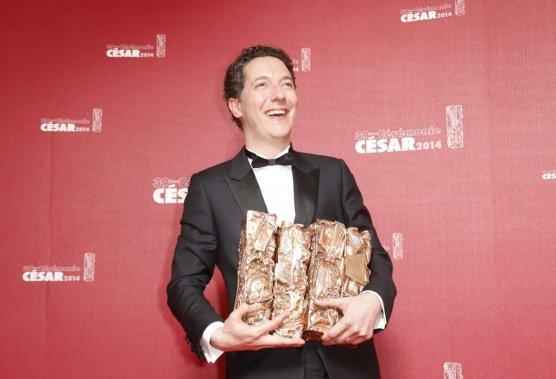Les garçons et Guillaume à table, du réalisateur Guillaume Gallienne, nommé 10 fois qui faisait figure de grand favori, a obtenu cinq Césars: celui du meilleur acteur, celui du meilleur premier film, celui de la meilleure adaptation, celui du meilleur montage et celui d'un meilleur film. (Photo AFP)