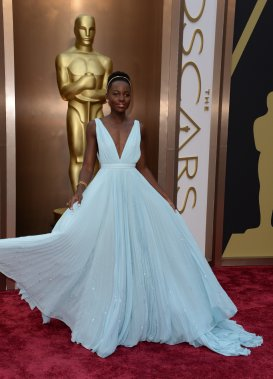 Lupita Nyong'o porte une robe Prada (Photo ROBYN BECK, AFP)