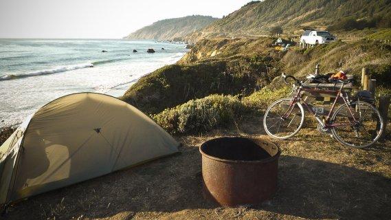 En Californie comme en Oregon, on peut camper dans de nombreux endroits, souvent sur de magnifiques sites en bord de mer, comme à Westport. (Photo Simon Coutu, collaboration spéciale)