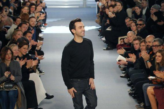 Le designer français Nicolas Ghesquière, adulé des fashionistas, a présenté mercredi à Paris sa première collection Vuitton. (Photo Stephanie Mahe, Reuters)