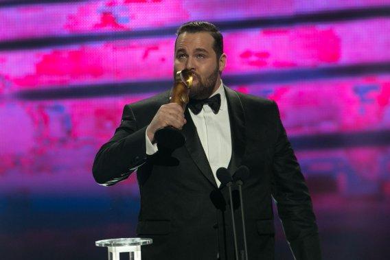 Antoine Bertrand a remporté le prix du Meilleur acteur pour son rôle dans Louis Cyr. Il a fait un touchant hommage à Louis Cyr et a salué sa mère. (PHOTO HUGO-SÉBASTIEN AUBERT, LA PRESSE)