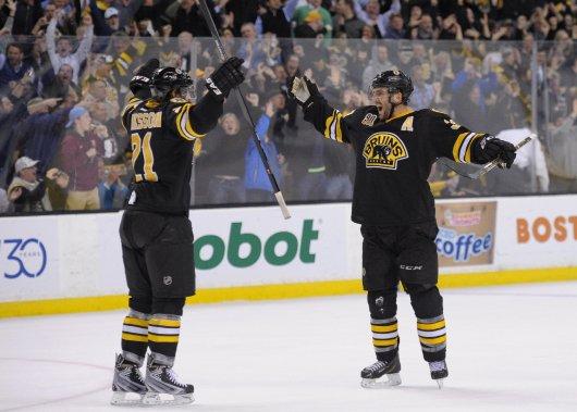 Patrice Bergeron a inscrit le but égalisateur des Bruins lors d'un avantage numérique en 3e période. (Reuters)