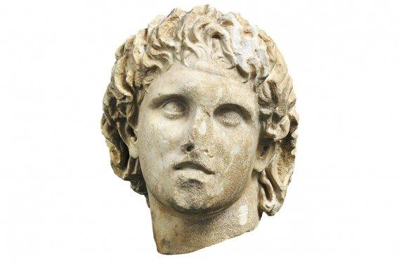 Buste en marbre d'Alexandre le Grand trouvé à Giannitsa, près de Pella, en Grèce. (Photo: fournie par le musée Pointe-à-Callière)