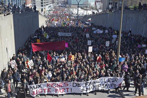 La manifestation a été déclarée illégale avant même que le cortège ne se mette en branle. (Photo Patrick Sanfaçon, La Presse)