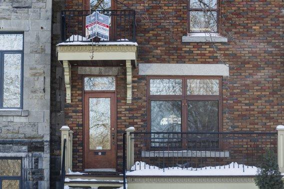 Construit en 1910, mais rénové et agrandi depuis, l'appartement est situé sur l'avenue qui borde le parc La Fontaine. Le condo est bien insonorisé grâce à une fenestration de qualité. (Photo Édouard Plante-Frechette, La Presse)