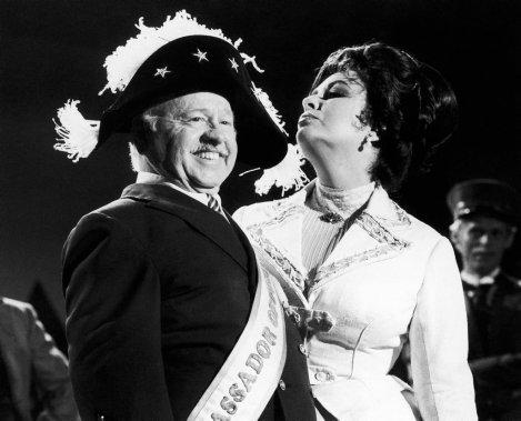 Mickey Rooney et Elizabeth Taylor dans une publicité de 1981. (Photo: archives AP)