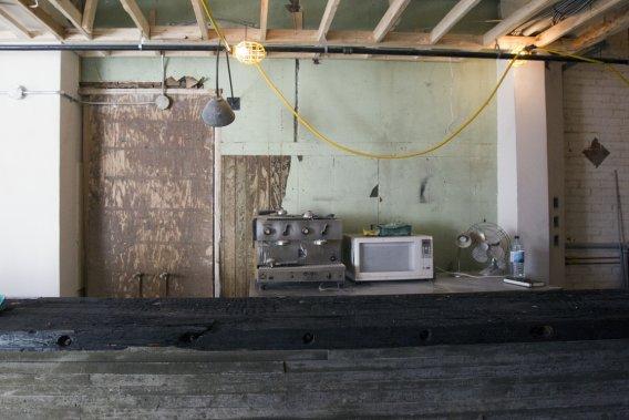 Micro-onde et cafetière: les indispensables du chantier! (Photo Olivier Jean, La Presse)