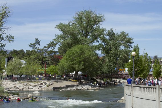 Le rivière Truckee a été aménagée pour les amateurs de kayak et de rafting. (Photo Bernard Brault, La Presse)