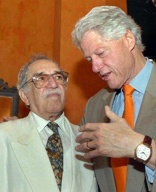 Gabriel García Márquez, qui aimait partager la table de chefs d'État comme l'Américain Bill Clinton ou le Français François Mitterrand, a aussi été critiqué pour cette fascination pour les puissants. (Photo CESAR CARRION, AFP)
