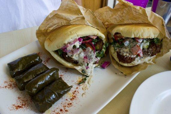 Le restaurant Sabbaba offre d'énormes pitas aux falafels, à la viande ou au poisson pour moins de 10$. (Photo Audrey Bourget, collaboration spéciale)
