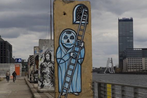 Des milliers de graffitis recouvrent les murs du quartier Kreuzberg. Le secteur est un véritable musée à ciel ouvert où les oeuvres font partie du décor. (Photo Olivier Jean, La Presse)