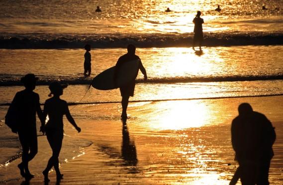 La côte balinaise, c'est indéniablement le paradis des jeunes surfeurs. (Photo Sonny Tumbelaka, Archives AFP)