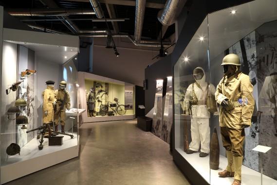 Accueilli dans un bâtiment à l'architecture audacieuse, le musée ambitionne de devenir un véritable «lieu de mémoire» à l'exemple de ce que le Mémorial de Caen représente pour le Débarquement du 6 juin 1944 en Normandie, selon ses concepteurs. (Photo fournie par le Bastogne War Museum)
