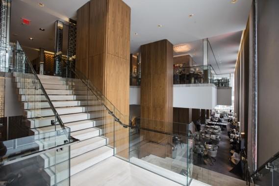 Les propriétaires d'une résidence au Four Seasons Toronto peuvent prendre l'apéro au bar ou manger au Café Boulud avant de monter chez eux. (Photo Edouard Plante-Fréchette, La Presse)