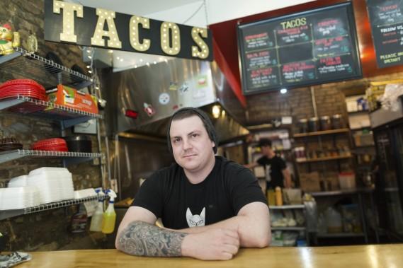 Le Seven Lives Tacos sert des tacos pour emporter ou à déguster sur place. (Photo Edouard Plante-Fréchette, La Presse)