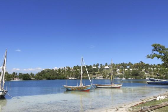 Vue sur l'hôtel Port Morgan depuis la route sur le bord de la baie. (Photo Catherine Lefebvre, collaboration spéciale)