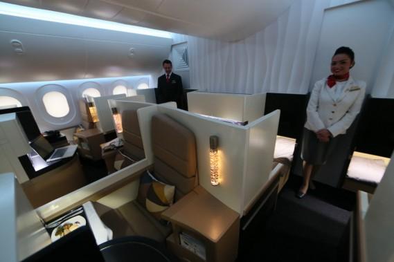 La présentation à Abou Dhabi de la «First suite» qui équipera prochainement ses Airbus A380 et Boeing 787. (Photo KARIM SAHIB, AFP)