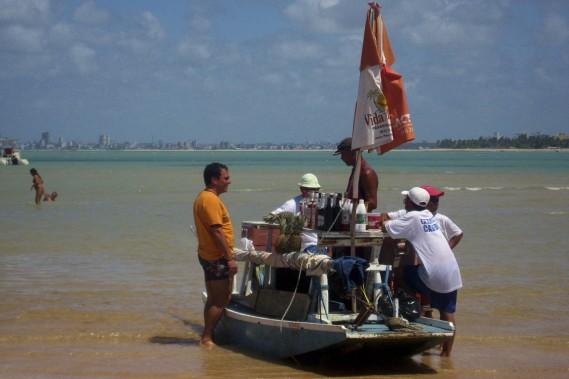 L'île de Sable rouge (Ilha de Areia Vermelha), où l'on peut marcher, se faire bronzer, nager et même prendre un verre commandé à l'un des bateaux-bars. (Photo Sarah-Émilie Nault, collaboration spéciale)
