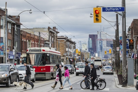 En pleine expansion, le quartier Dundas West de Toronto n'est pas sans rappeler un certain quartier Mile End de Montréal. (Photo Edouard Plante-Fréchette, La Presse)