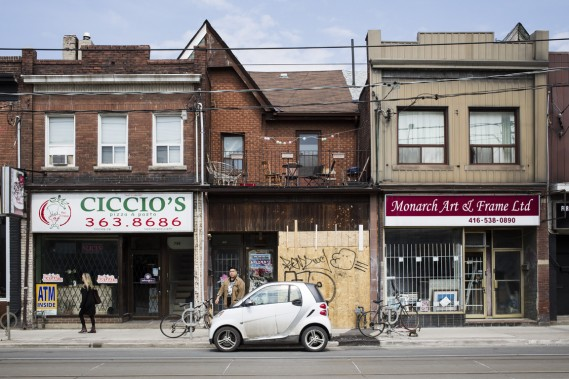La revitalisation de la portion ouest de la rue Dundas se fait sentir à plusieurs égards. L'édifice au centre accueillera bientôt un nouveau restaurant. (Photo Edouard Plante-Fréchette, La Presse)