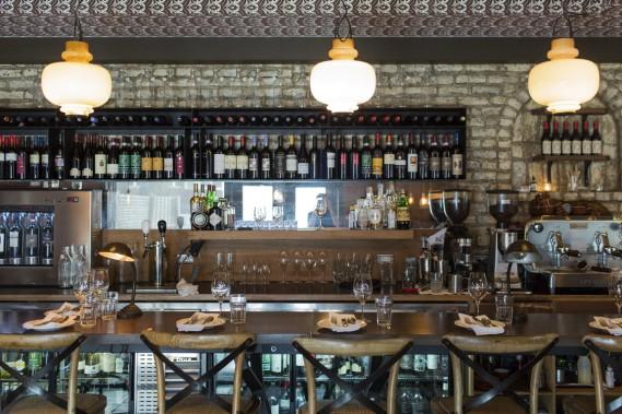 Les propriétaires de l'Enoteca Sociale offrent dans un décor ultra chaleureux une originale sélection de vins faisant le tour de l'Italie, à des prix raisonnables. (Photo Edouard Plante-Fréchette, La Presse)