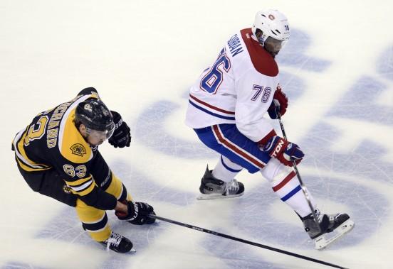 Brad Marchand poursuit le défenseur du Canadien P.K. Subban. (Photo Bernard Brault, La Presse)
